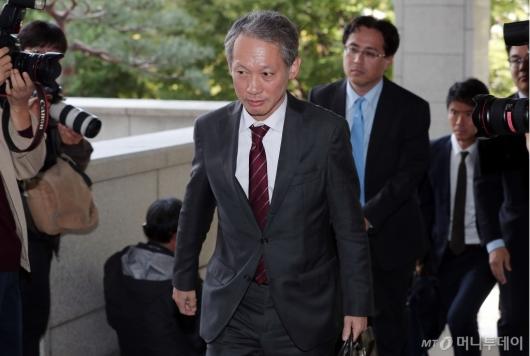 [사진]외교부 들어서는 일본 외무성 국장