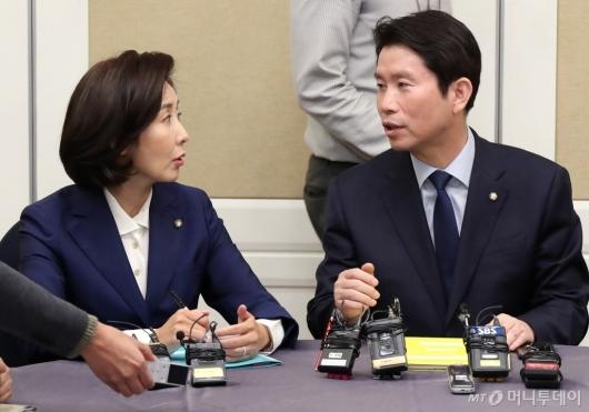 [사진]대화하는 이인영-나경원