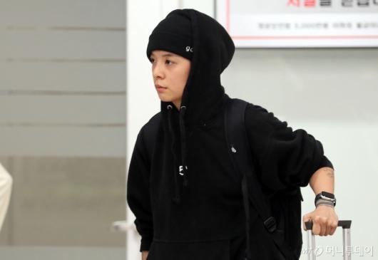 [사진]급하게 입국장 떠나는 엠버