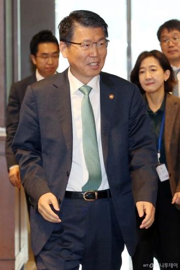 [사진]금융중심지추진위원회 참석하는 은성수 금융위원장