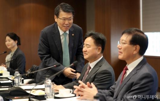 [사진]은성수 금융위원장, 제38차 금융중심지추진위원회 참석