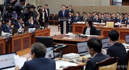 [사진]국감 업무보고하는 윤석열 검찰총장