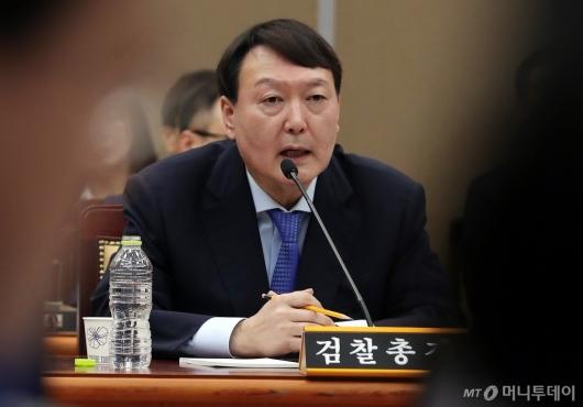 [사진]윤석열 검찰총장 '국감 질의 답변'