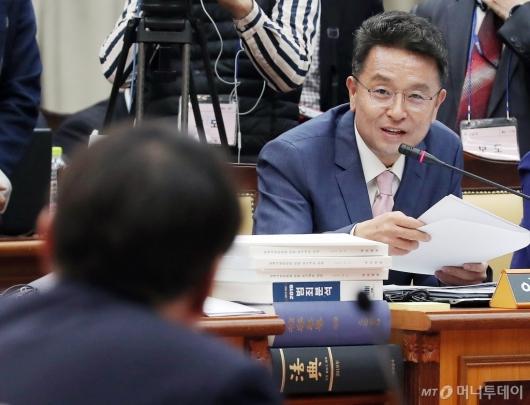 [사진]질의하는 이철희 의원
