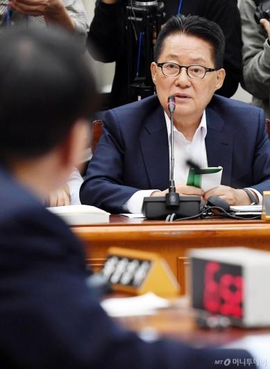 [사진]질의하는 박지원 의원