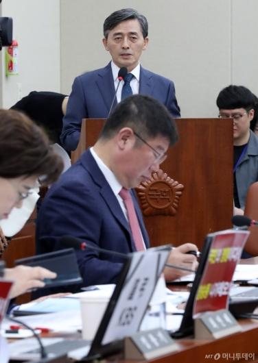 [사진]국감장에 KBS 규탄 피켓