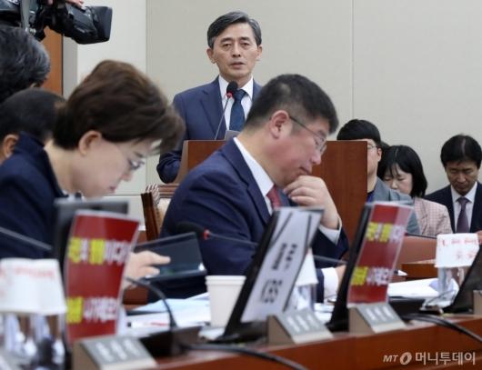 [사진]한국당, 국감장서 KBS 규탄하는 피켓