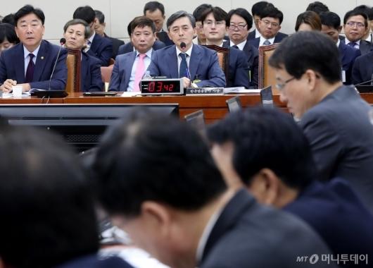 [사진]질의 경청하는 양승동 KBS 사장