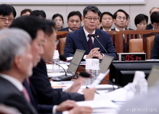 [사진]국정감사 출석한 김연철 장관