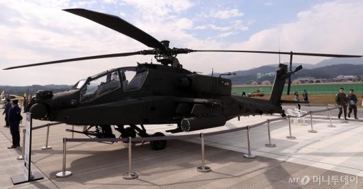 [사진]기동성 자랑하는 공격헬기 AH-64