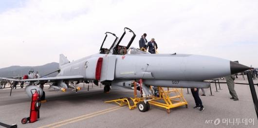 [사진]위풍당당 전투기 F-4E
