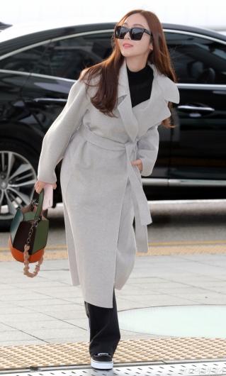[사진]제시카 '공항화보 촬영중?'