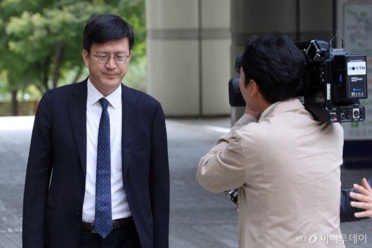 [사진]정경심 교수 공판준비기일 출석하는 김종근 변호사