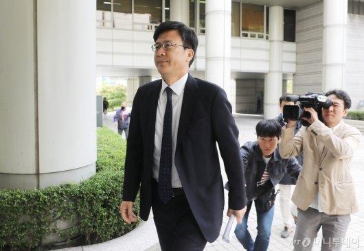 [사진]법정 들어서는 정경심 교수 변호인