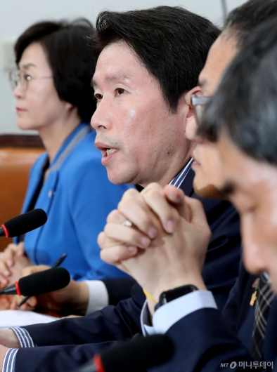 [사진]검찰개혁 논의하는 이인영