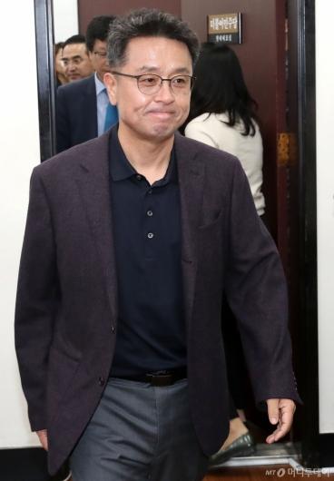 [사진]검찰개혁특위 회의 참석하는 이철희