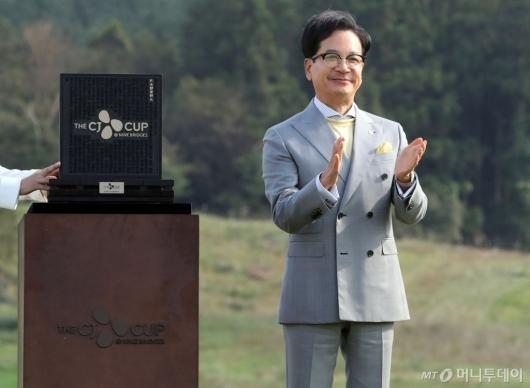 [사진]박수치는 이재현 회장