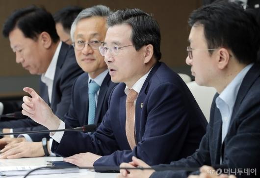 [사진]김용범 차관 '혁신성장 민관협의회' 모두발언