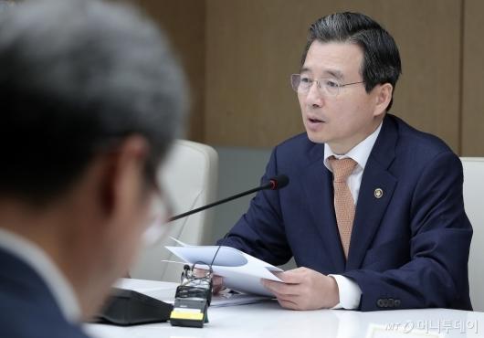 [사진]발언하는 김용범 차관