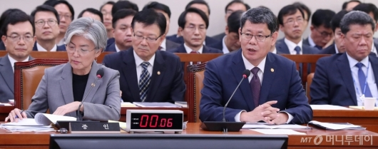 [사진]발언하는 김연철 장관