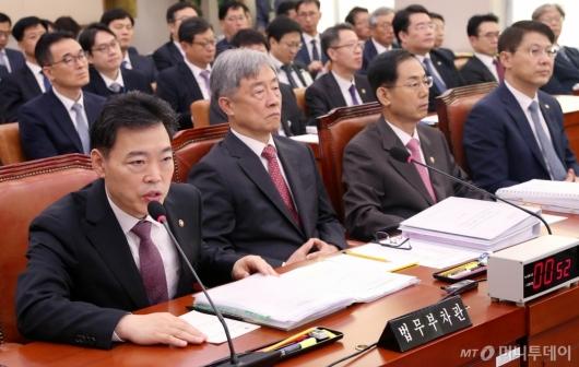 [사진]국정감사 출석한 김오수 차관