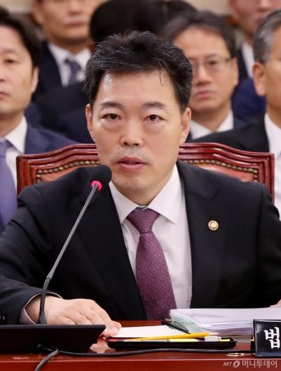 [사진]답변하는 김오수 법무부 차관