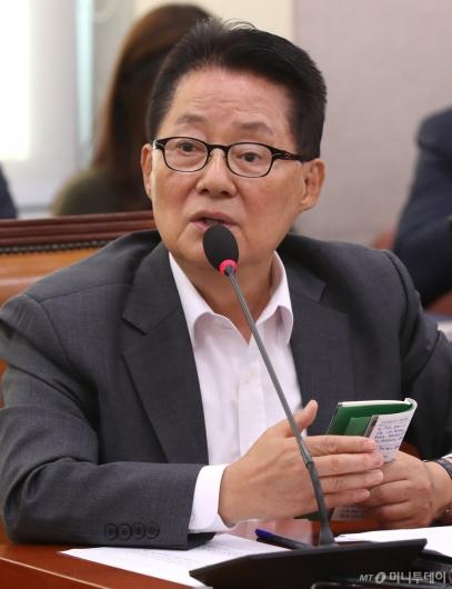 [사진]법사위 국감 질의하는 박지원