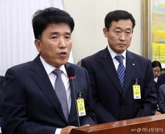 [사진]국정감사 증인 출석한 함영주 부회장