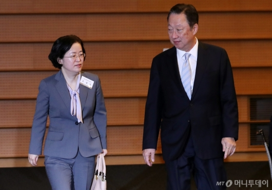 [사진]나란히 입장하는 조성욱 위원장-박용만 회장