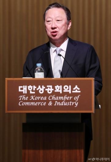[사진]박용만 회장, CEO 조찬간담회서 인사말