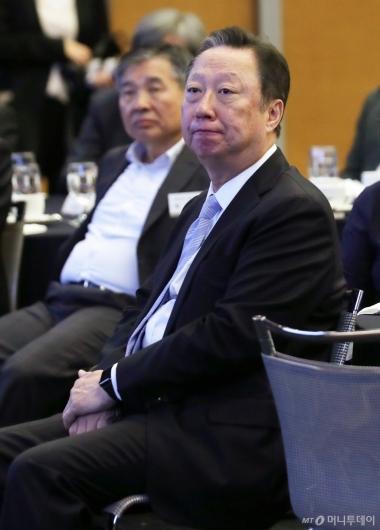 [사진]조성욱 위원장 강연 듣는 박용만 회장