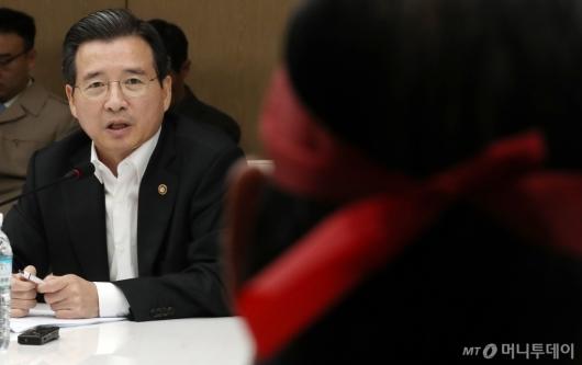 [사진]농업인 단체 설득하는 김용범 차관