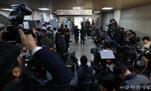 [사진]정경심 교수 기다리는 취재진들