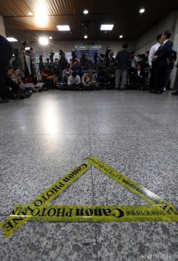 [사진]정경심 교수 출석 기다리는 취재진들