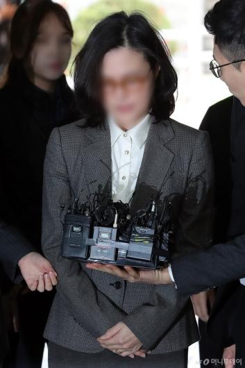 [사진]법원 들어서는 정경심 교수