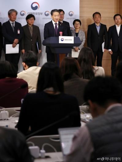 [사진]박능후 장관 '담배제품 관련 법률 제정 방안 검토 계획'