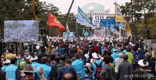 [사진]국회 앞 '타다' 규탄 택시대동제