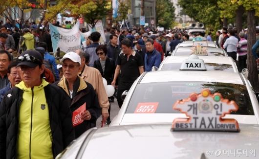 [사진]국회 앞으로 모인 개인택시들