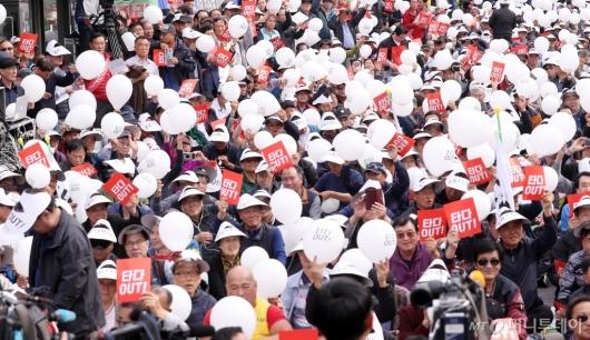 [사진]'타다 규탄' 인파 몰린 국회 앞