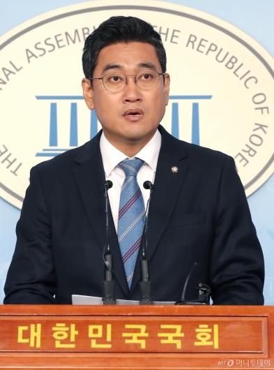 [사진]기자회견하는 오신환 원내대표