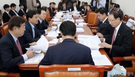 [사진]정무위 법안심사 논의
