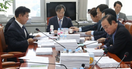 [사진]정무위원회 법안심사 논의