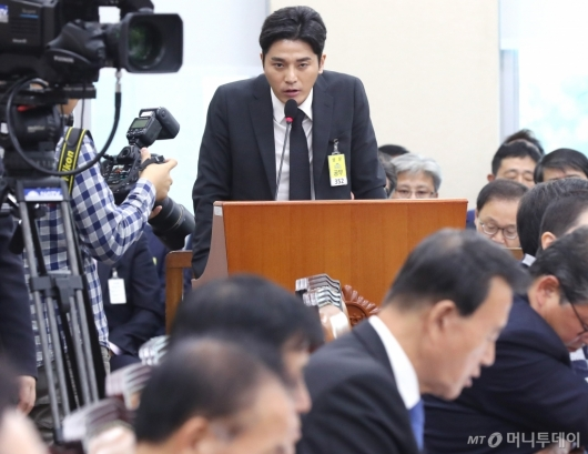 [사진]질의 답변하는 김상교