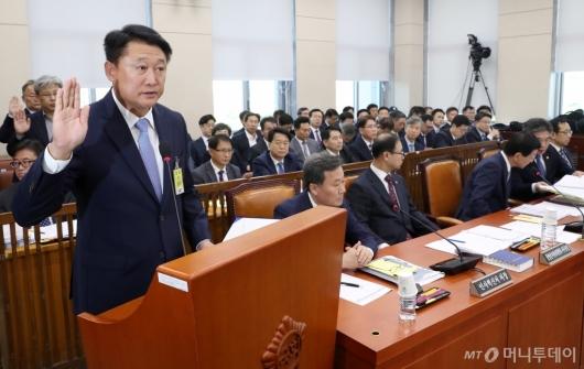 [사진]증인 선서하는 이철성 전 경찰청장