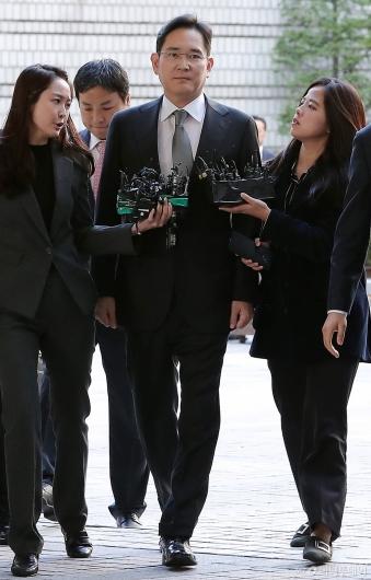 [사진]이재용 부회장 '파기환송심 첫 공판 출석'