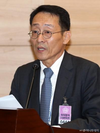 [사진]2019국제수소경제포럼 개회 알리는 이해원 박사