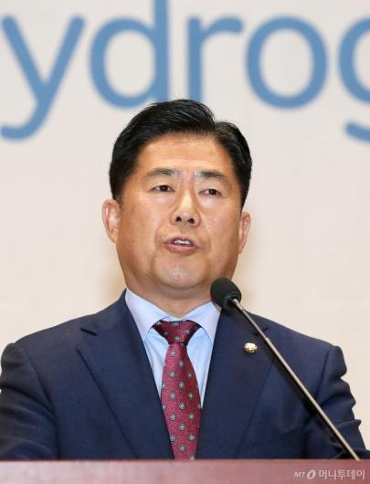 [사진]인사말하는 김규환 의원