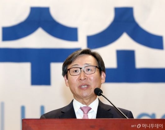[사진]2019국제수소경제포럼 참석한 문재도 회장