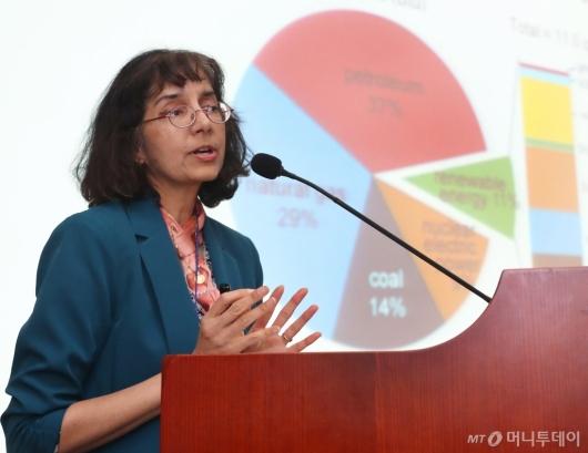 [사진]2019국제수소경제포럼 발표하는 수니타 사티아팔