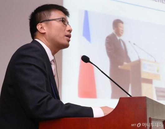 [사진]수소경제 추진전략 발표하는 밍저수에 부교수